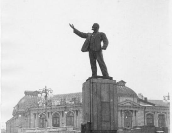 Более 80 лет назад в Тамбове был установлен первый памятник Ленину