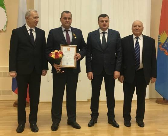 Медаль и Благодарность президента Олегу Иванову вручил губернатор