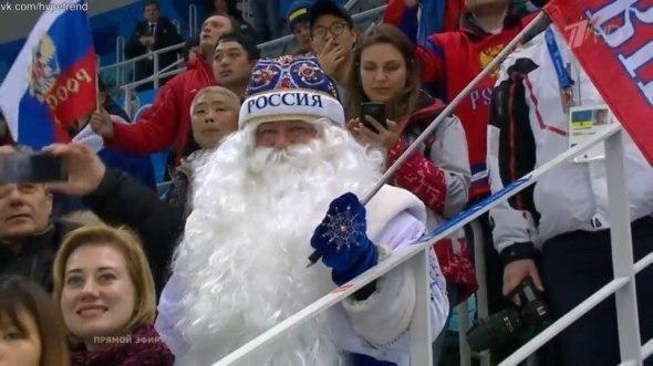 Сосновские Дед мороз и Снегурочка сорвали голос на олимпийском финале по хоккею