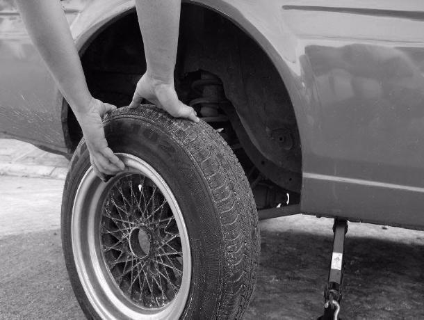 Воришку колес поймали в Петровском районе