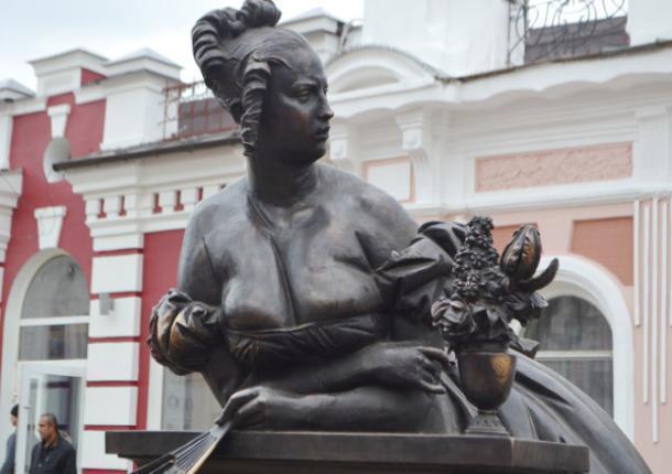 Памятник казначейше открыт на тамбовском Арбате