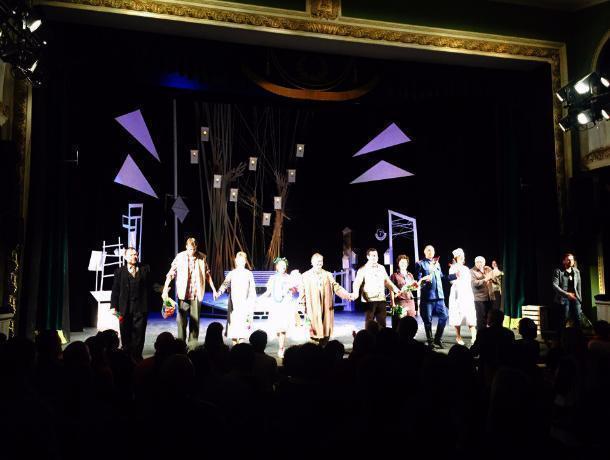На сцене тамбовского драмтеатра премьера спектакля с запахом оттепели