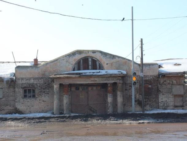 Глава Тамбова решил заняться реставрацией заброшенной Государственной конюшни