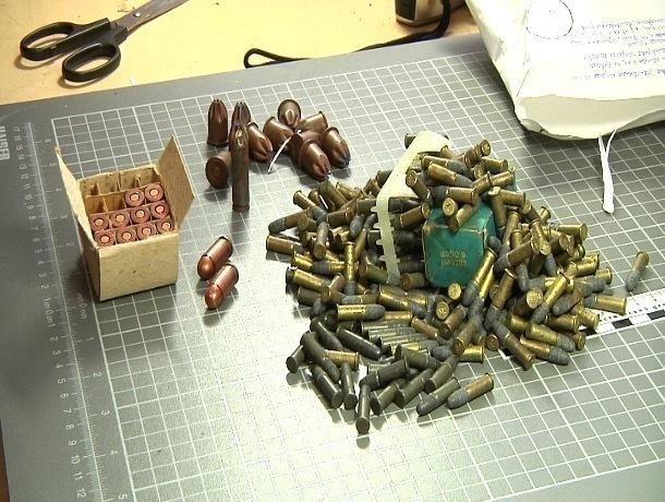 Пистолет и 23 патрона нашли в машине жителя Токаревки