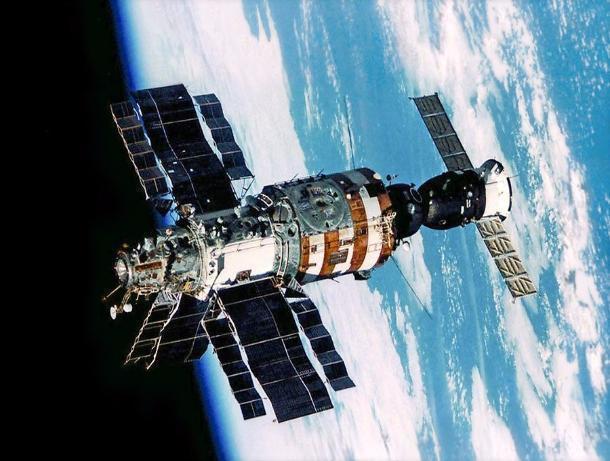 Флаг Тамбова побывал в космосе и стал уникальным экспонатом музея