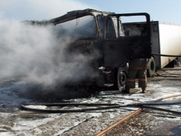 Под Тамбовом загорелся грузовик