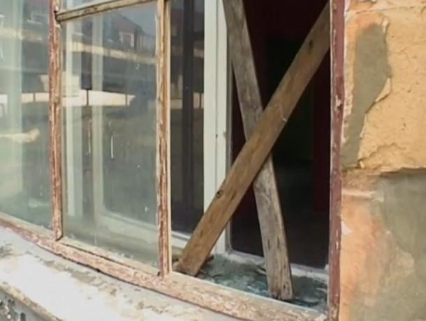 """Новые """"соседи"""", облюбовавшие заброшенный магазин, лишили покоя жителей жилого дома"""