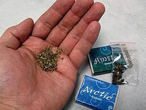 За сутки полицейские изъяли героин, амфетамин, спайс и марихуану