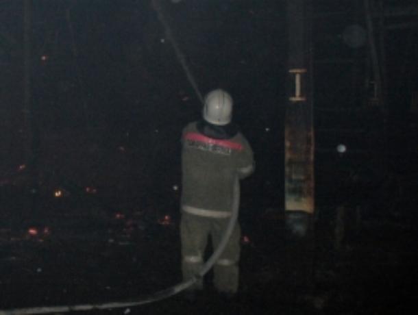 Меньше часа назад в Уварово загорелся сарай вблизи жилого дома