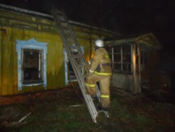 Из-за пожара жильцы дома в селе Чакино лишились крыши