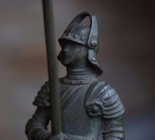 Найденный во время раскопок рыцарь бронзового века оказался коробом для запаривания кормов