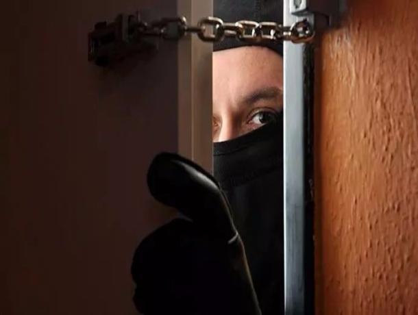 В Котовске две женщины с ребенком украли золото из квартиры