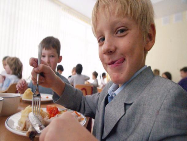 Подорожавшие обеды в тамбовских школьных столовых урежут семейный бюджет на 2000 рублей