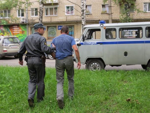 Заизбиение полицейского гражданин Петровского района получил два года строгого режима