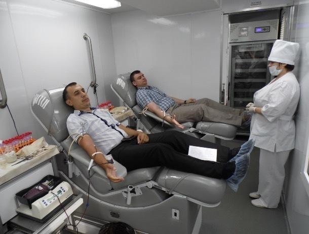 Жители четырех районов области сдадут кровь для лечения тяжелобольных пациентов