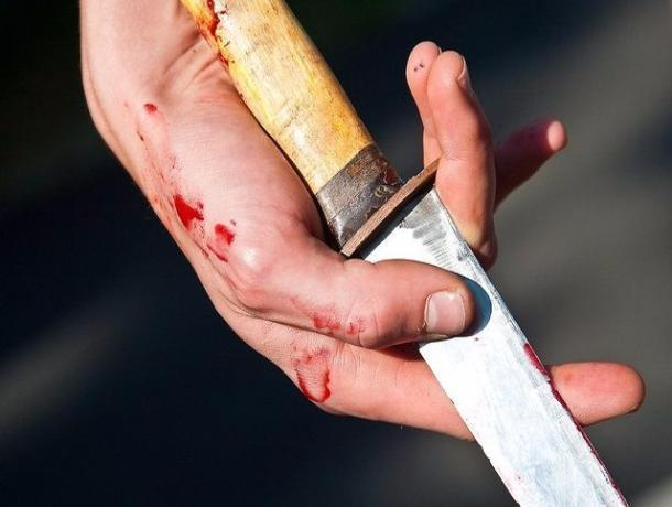 В тамбовской квартире обнаружили раненого мужчину