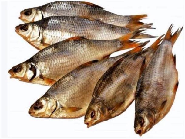 В Моршанске мужчина и женщина похитили почти центнер вяленой рыбы