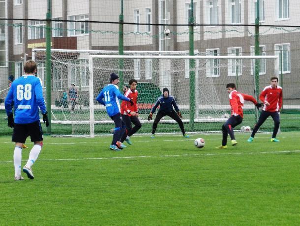 На открытой тренировке футболисты Тамбова сенсационно уступили молодежке