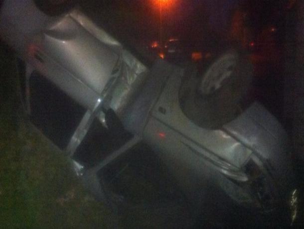 Машина с девушкой за рулем перевернулась в деревне Красненькая