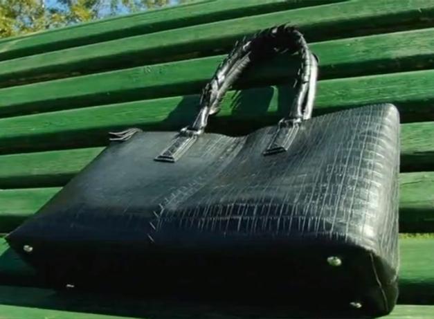 Тамбовчанин нашел сумку с 8000 рублей, 100 евро и банковскими картами и вернул хозяйке