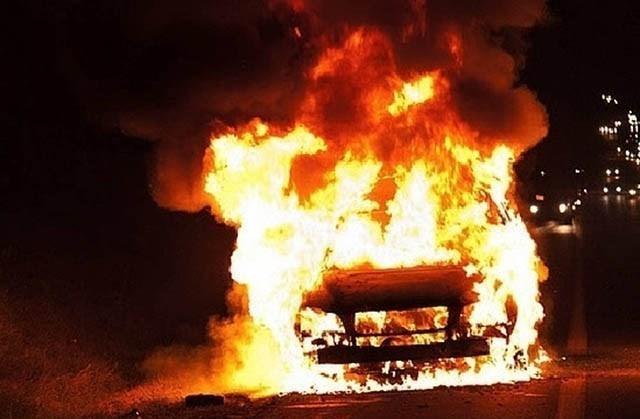 Сгоревшим автомобилем закончилась погоня за нарушителем в Мичуринске