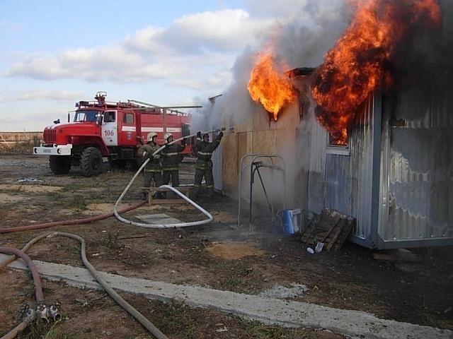 В результате пожара в Тамбове полностью сгорели два металлических вагончика