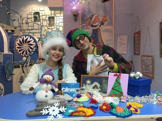 Рассказовцы отправили костромской Снегурочке вязаные подарки