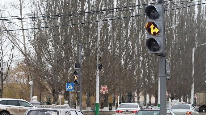 На самом аварийном перекрестке Мичуринска появились новые светофоры