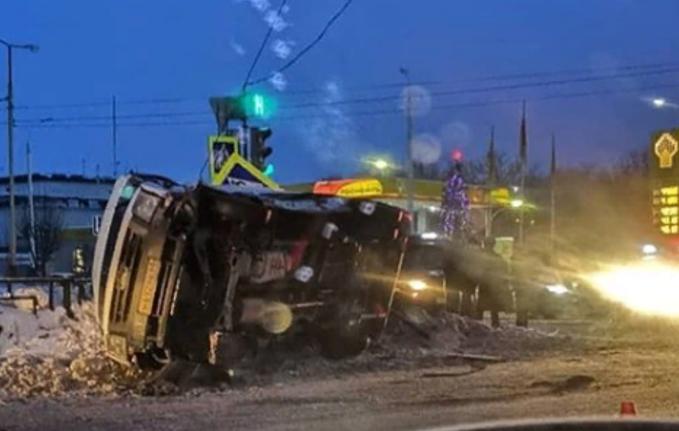 В перевернувшейся у «Континента» маршрутке пострадали четверо пассажиров