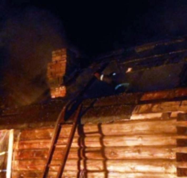 Попариться на Новый год жителям Сампура не удалось: баня сгорела