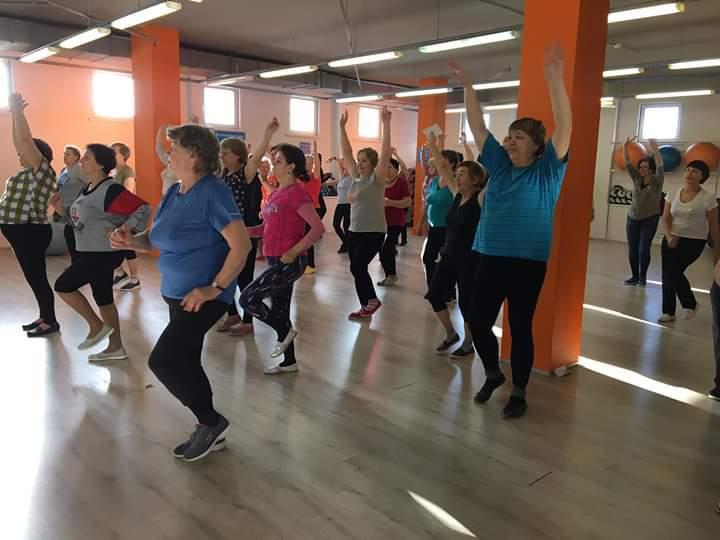 В Тамбове проводят бесплатные занятия по фитнесу и танцам для пенсионеров
