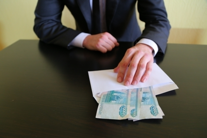 Заместителя начальника Главного Управления МЧС России по Тамбовской области подозревают в получении взятки