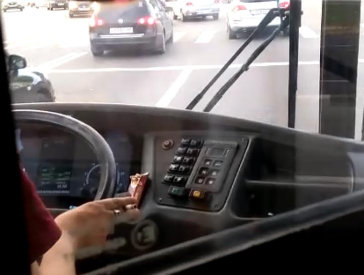 Дымовая завеса. Водителям тамбовских автобусов закон о запрете курения не писан