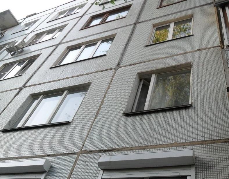Из окна восьмого этажа в центре Тамбова выпал мужчина