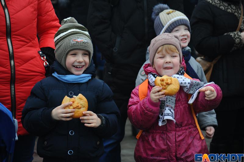 Песни, плов и эчпочмак: на площади Музыки прошел фестиваль крымско-татарской кухни