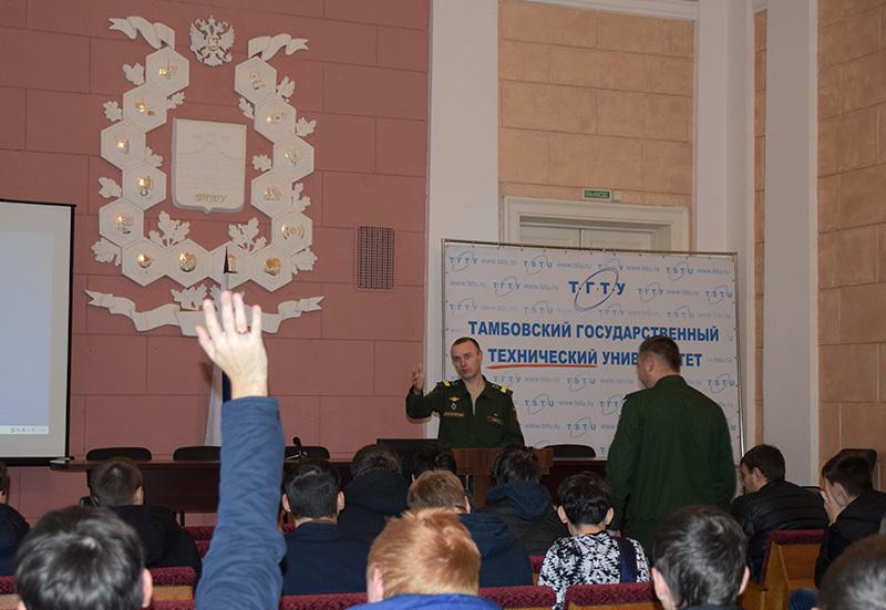 В день призывника студенты узнали, что ждет их в армии