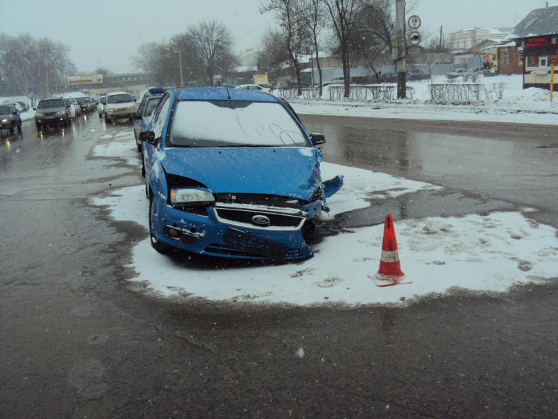 В «лобовом» на Гастелло встретились Ford Focus и «Гранта»: пострадали люди