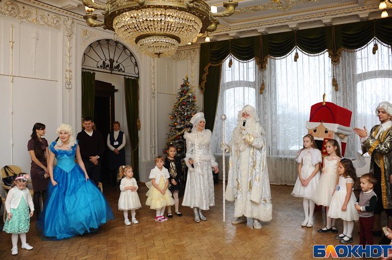 Детвора пришла на бал в Асеевский дворец. ФОТООБЗОР