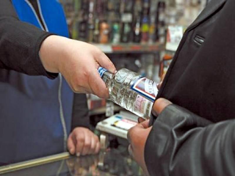 В Мичуринске продавец магазина разливного пива попалась на незаконной продаже крепких спиртных напитков