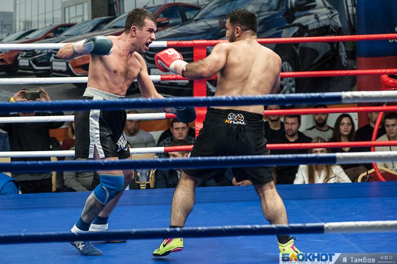 В Тамбове состоялся «искрометный» вечер бокса