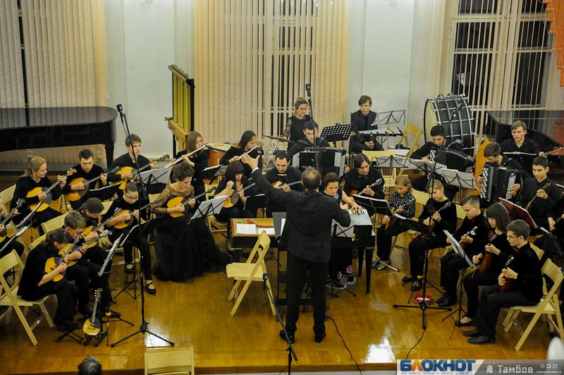 «Школота» и профи слились в едином звуке симфонического оркестра. Ищи знакомых на фото