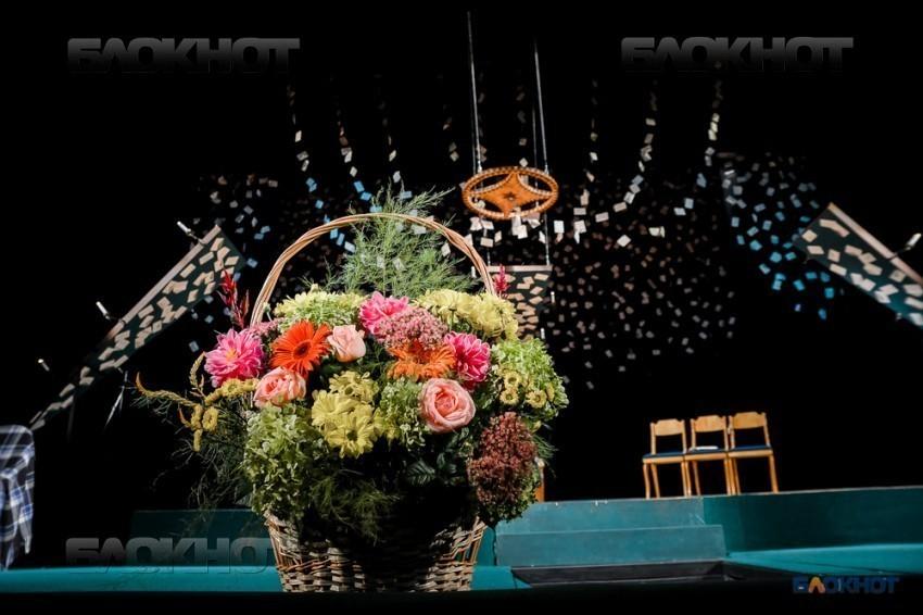 Тамбовских мастеров сцены с Днем театра поздравили первые лица области