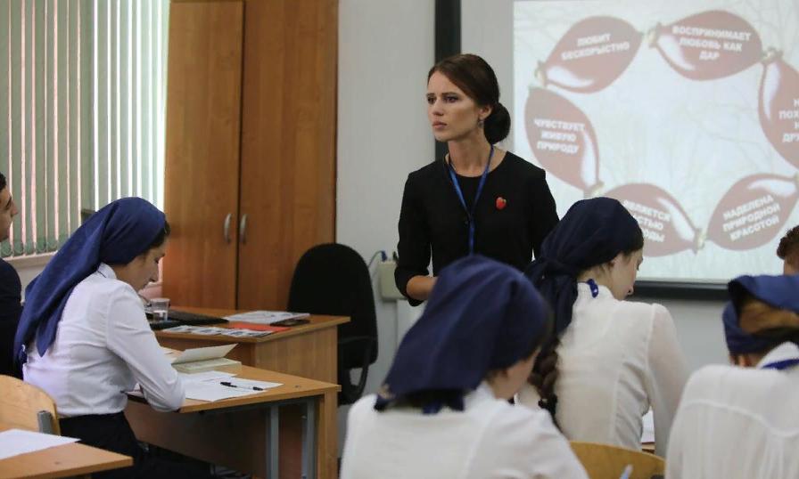 Учитель русского языка и литературы из Мичуринска провела урок  для школьников Гудермеса