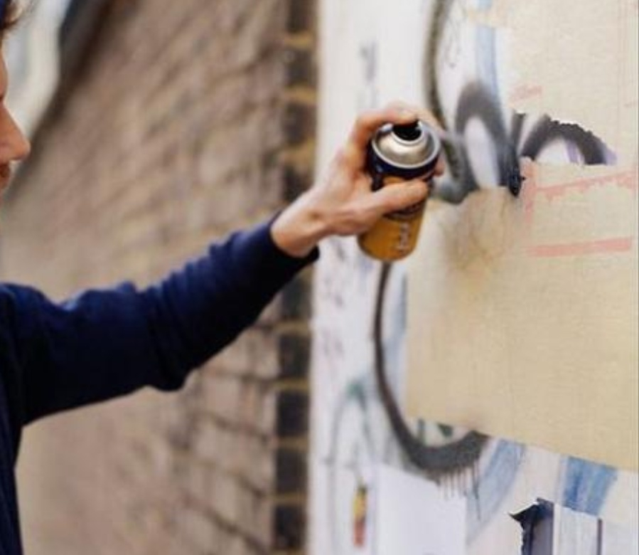 Вандала, расписавшего гаражи нецензурщиной, задержали в Мичуринске