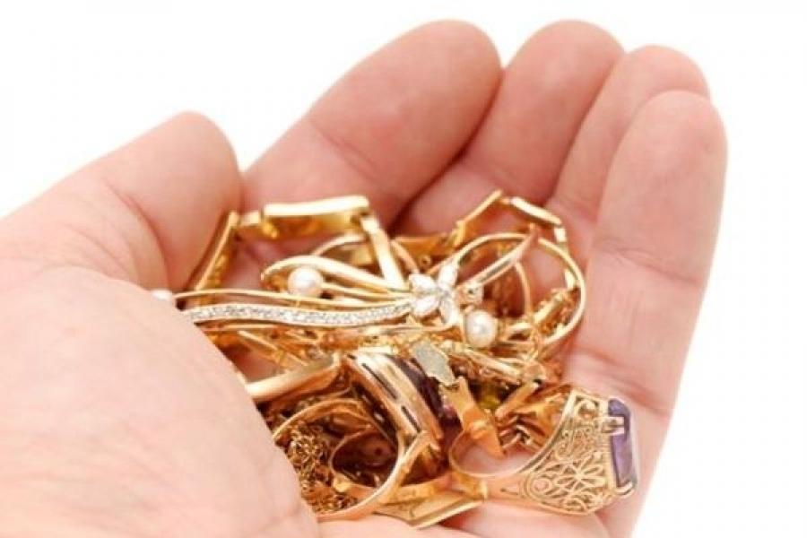 В деревне Красненькой сожитель похитил у дамы сердца золотые украшения на 100 тысяч