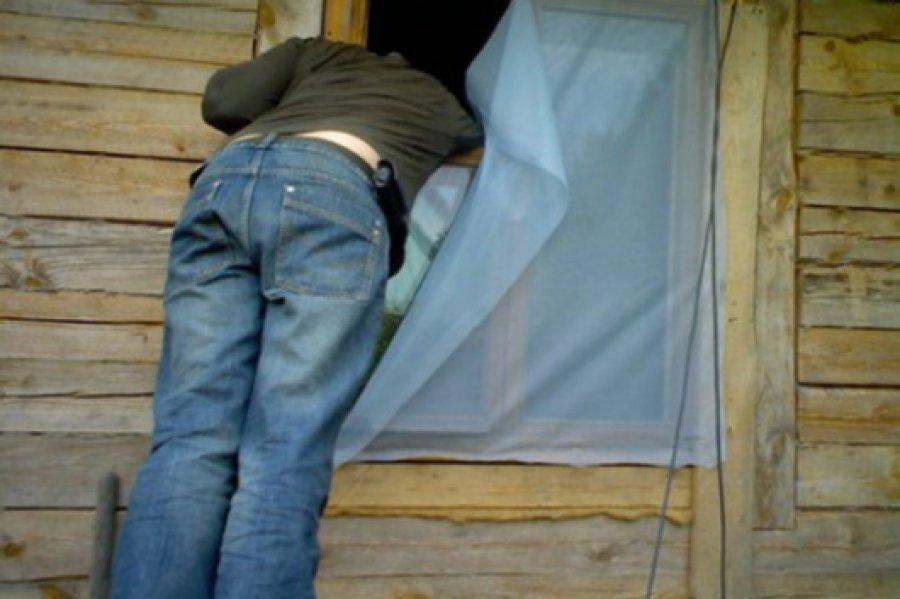 Двое безработных парней ограбили дом старушки в селе Сурки