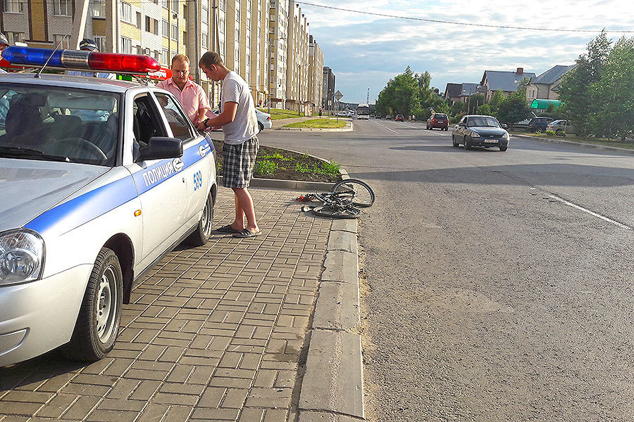 Грузовик сбил велосипедиста по улице Свободной