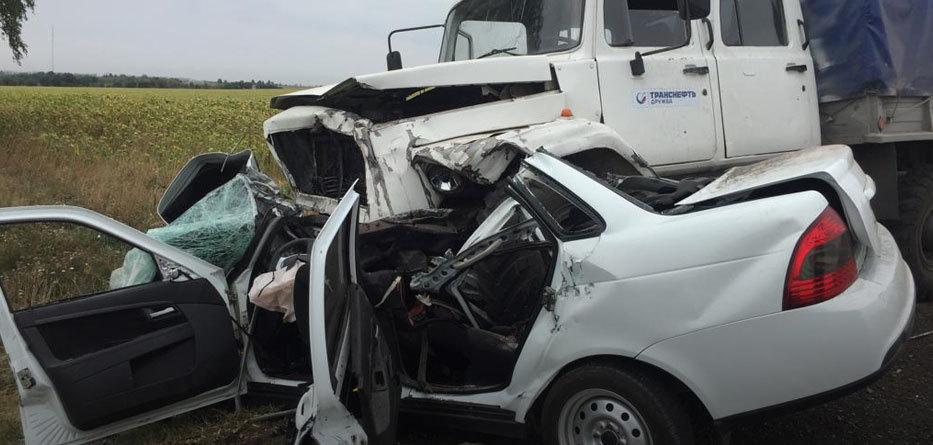 Двухмесячный ребёнок и его мать не пережили аварии с грузовиком
