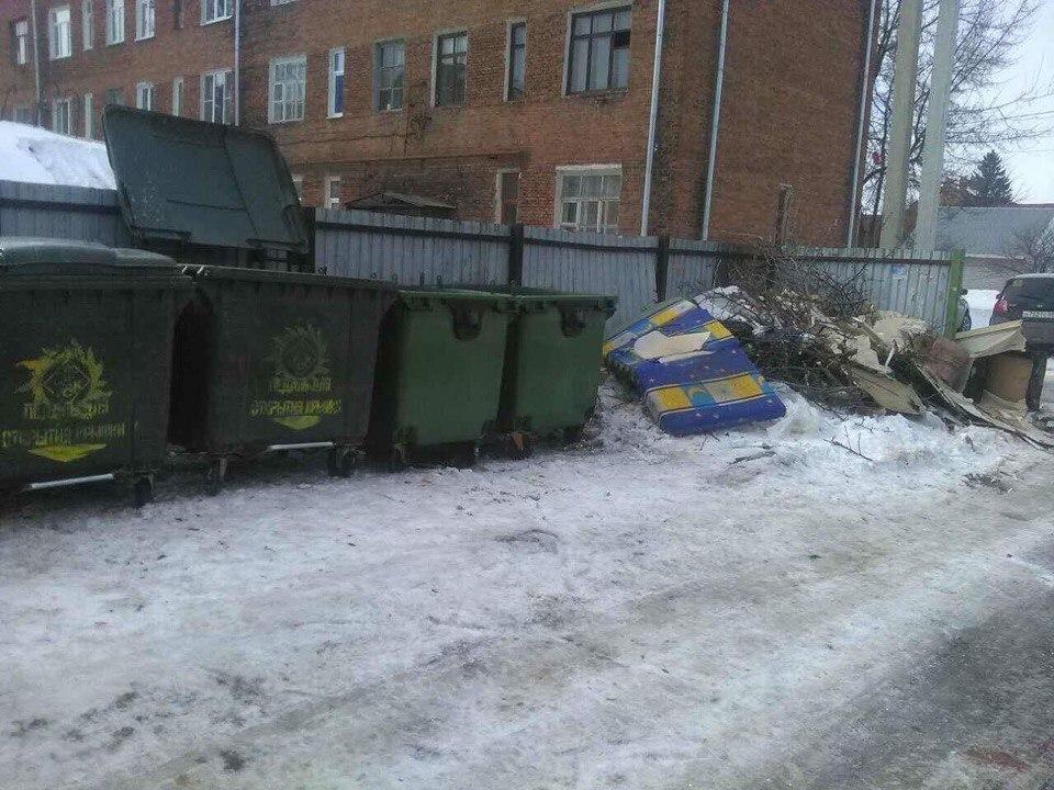 По 3 адресам города Тамбова мусорных контейнеров до сих пор нет