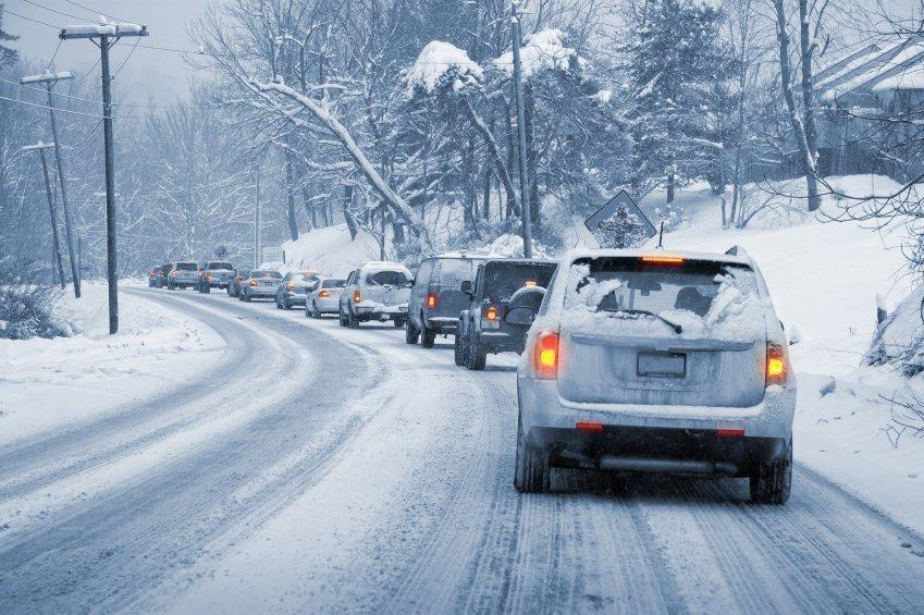 Полицейские напомнили об опасностях, которые скрывают зимние дороги